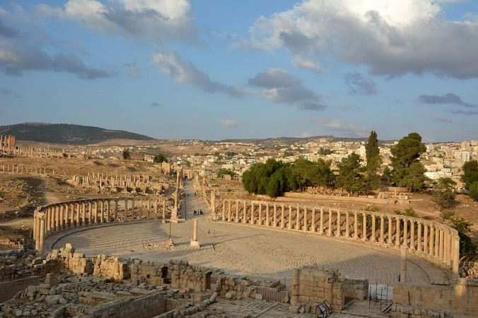 The Oval Forum in Jerash and the Cardo Maximus Photo by Azurfrog Wikipedia