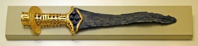 Bronze dagger from Malia, Wikipedia By Bernard Gagnon - https://commons.wikimedia.org/w/index.php?curid=20699328