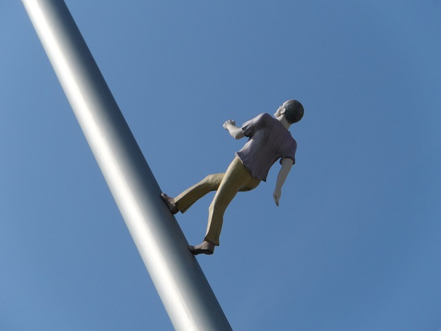 man-walking-to-the-sky-1677221_640